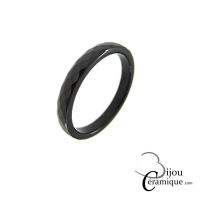 Bague anneau alliance céramique noire facettée