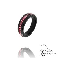 Bague céramique noire et strass de couleur rose